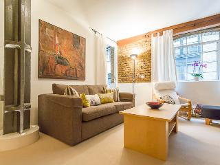 Eagle Wharf, (IVY LETTINGS). Fully managed, free wi-fi, discounts available. - London vacation rentals