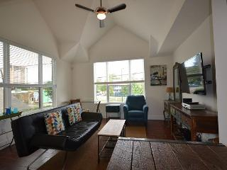 1BR Newly Built East Downtown Austin Apartment, Sleeps 4 - Texas Hill Country vacation rentals