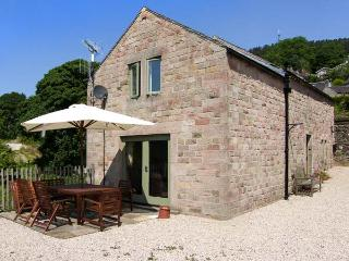 THE MILK HOUSE, woodburning stove, patio with furniture, beautiful views, good for walking, near Wirksworth, Ref 29982 - Derbyshire vacation rentals