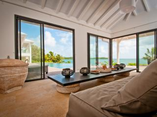 Luxury beach house, infinity pool, 4 to 5 AC BR - Martinique vacation rentals