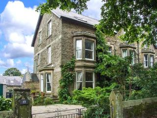 TEMPLE VIEW, second floor apartment, pet-friendly, walks in the area, in Buxton, Ref 1192 - Buxton vacation rentals