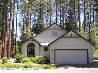 #226 SEQUOIA Stunning with deck views of the river $200.00-$235.00 BASED ON FOUR PEOPLE OCCUPANCY AND NUMBER OF NIGHTS (plus cou - Plumas County vacation rentals