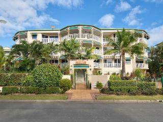Overlooking paradise...no better way to spend your day - Cairns District vacation rentals