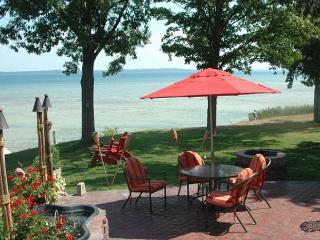 The Dazzling Bayshore Cottage - Traverse City vacation rentals