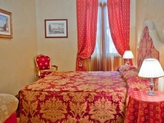 Residence Palazzo Odoni - Canaletto suite/apartment - Venice vacation rentals