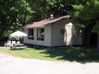 Bayview Cottages - Sunset - Parry Sound vacation rentals