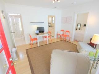 West Hollywood #2 Adorable 1 Bedroom Apartment with Patio (4696) - Los Angeles vacation rentals