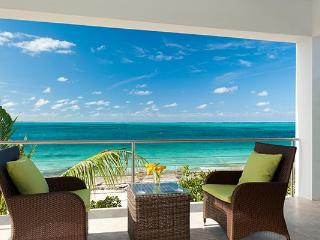 A short walk to the Turtle Cove Marina & Yacht Club, this cottage on Grace Bay only feels worlds away from the action. TNC OED - Leeward vacation rentals