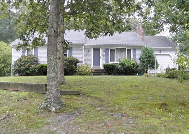 30 BUTTONWOOD RD. - Harwich- Long Pond Area 3 Bedroom 2 Bath just 1/4 mile to the Bike Trail! - Harwich - rentals