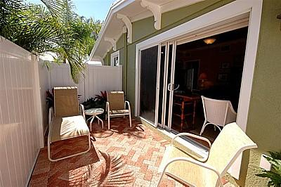 Lovely Courtyard Perfect for De-stressing - Palm Isle 3207 - Holmes Beach - rentals