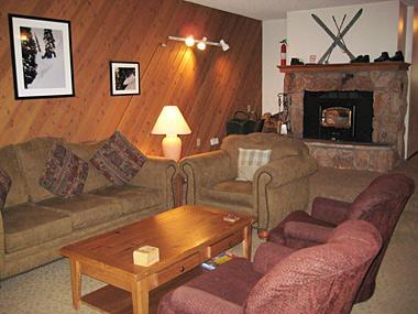 Living Room - Meadowview Ridge - MVR03 - Mammoth Lakes - rentals