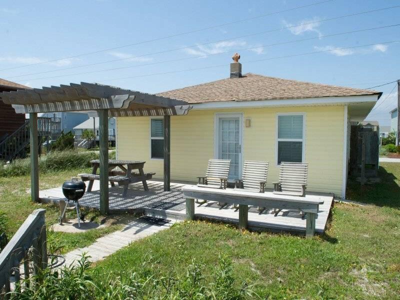 Sand Dollar Cottage - Image 1 - Emerald Isle - rentals
