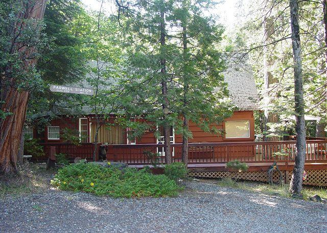 Exterior 1 - Vintage Twain Harte cabin- deck, picture window, full kitchen, BBQ, fireplace - Twain Harte - rentals