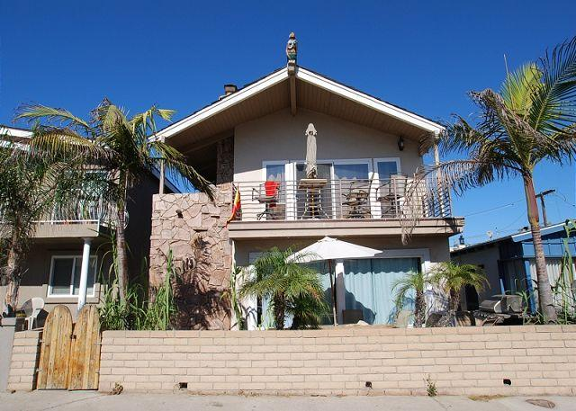 Relax at this 3 Bedroom Upper Duplex! Ocean Views from Balcony! (68200) - Image 1 - Newport Beach - rentals