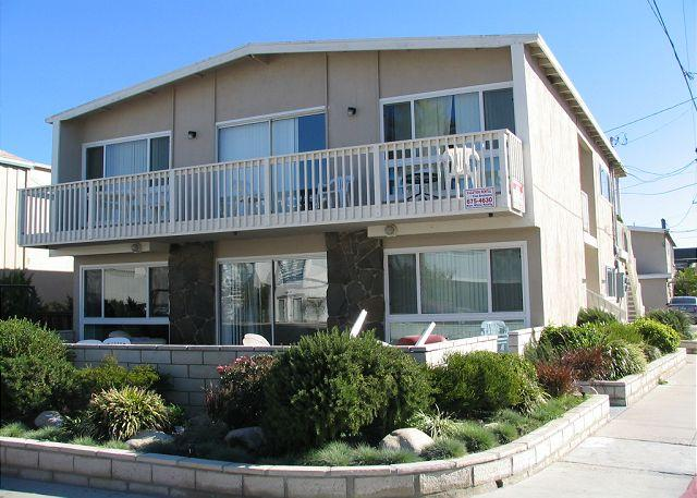 Spacious 4 Bedroom Beach House! 1 House From Sand, easy walk to Pier! (68251) - Image 1 - Newport Beach - rentals