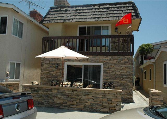 Great Lower Unit of a Duplex! Spacious Patio! Walk to Newport Pier! (68213) - Image 1 - Newport Beach - rentals