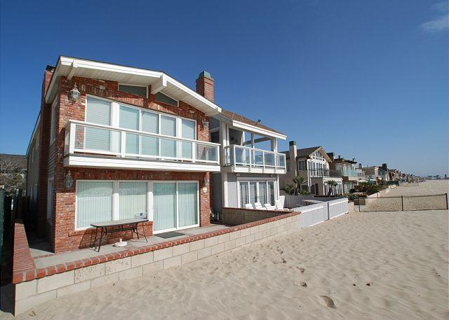Enjoy Your Vacation at this Beautiful Oceanfront unit! Huge Patio! (68178) - Image 1 - Newport Beach - rentals