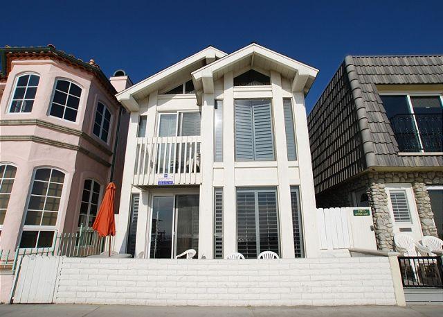 Soak up the Sun at this Oceanfront 4 Bedroom Upper Duplex Unit! (68190) - Image 1 - Newport Beach - rentals