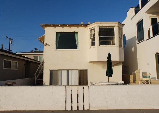 Great 2 Bedroom Oceanfront Newport Beach Cottage! On Boardwalk! (68241) - Image 1 - Newport Beach - rentals