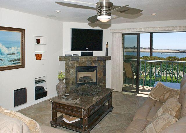 Livingroom - South Mission gem! Spacious 2nd floor condo with a view- large deck - Pacific Beach - rentals