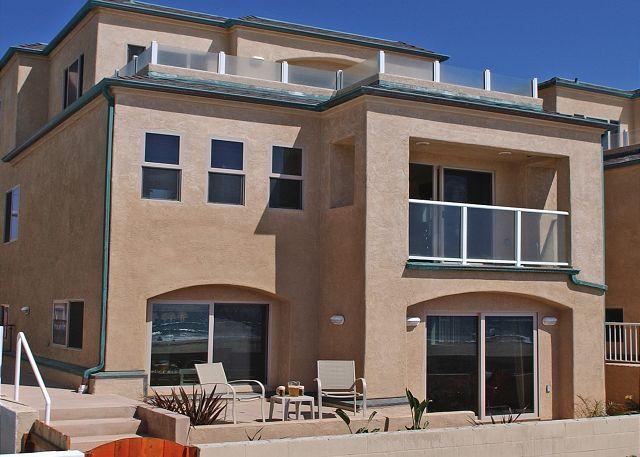 3537 Ocean Front Walk Exterior - Great family oceanfront condo! 2 floors with groundfloor patio, tandem garage - Pacific Beach - rentals