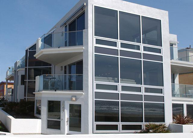 3543 Ocean Front Walk - Luxury 2nd floor condo- 3 patios, views, full kitchen, near beach - Pacific Beach - rentals