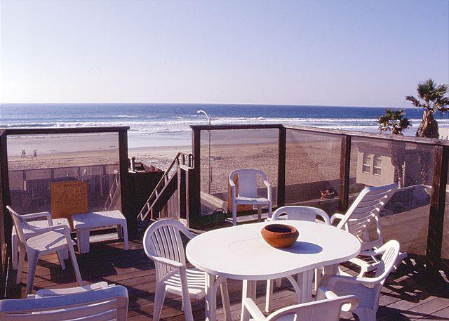 Cute 2nd floor apartment - private balcony and rooftop deck, near beach - Image 1 - Pacific Beach - rentals