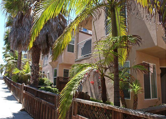 728 Portsmouth Exterior - Great condo- 2 balconies, gas BBQ, full kitchen, w/d - Pacific Beach - rentals