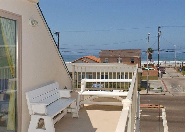 805 El Carmel Deck - Lovely 2nd floor townhome- private rooftop deck, gas BBQ, near beach and bay - Pacific Beach - rentals