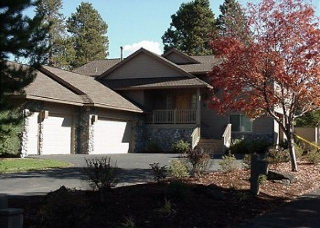 Red Cedar #26 - Inviting Sunriver Home Inviting Views and 3 Master Suites On the Golf Course - Sunriver - rentals