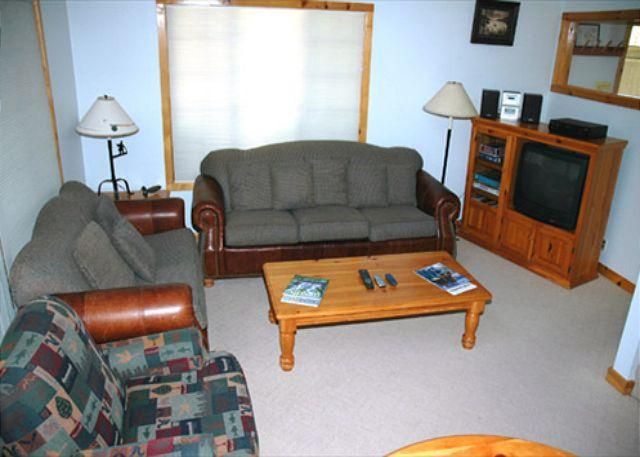 Living Room - Relaxing Sunriver Condo with Hot Tub and Gas Fireplace  Centrally Located - Sunriver - rentals