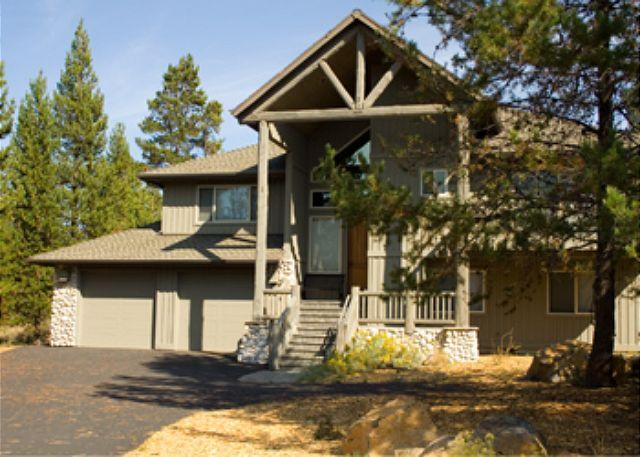 Exterior Front View - High-End Sunriver Home with 3 Master Suites and Game Room On the Golf Course - Sunriver - rentals