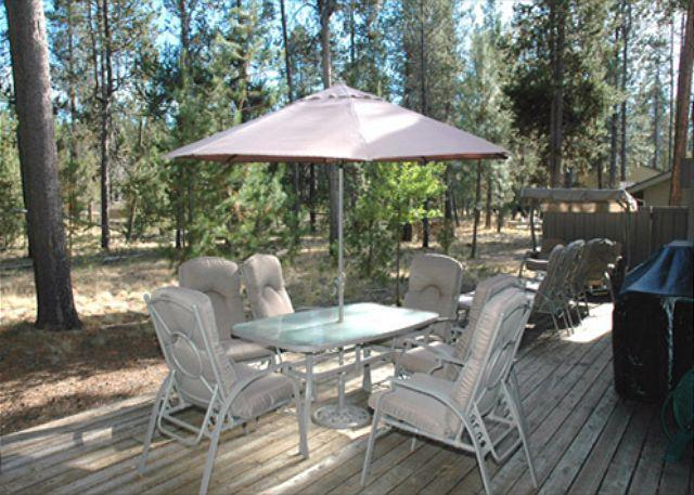 Delightful Sunriver Home with Large Deck and A/C Near Deschutes River - Image 1 - Sunriver - rentals