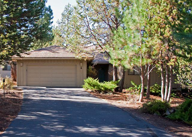 Popular Sunriver Home with Bonus Room and Pet Friendly Near North Store - Image 1 - Sunriver - rentals