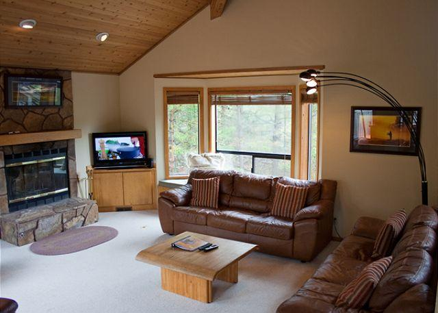 Living Room - With A Queen Hide-a-bed - Tennis Player's Sunriver Home with Foosball  and Wifi On Golf Course - Sunriver - rentals