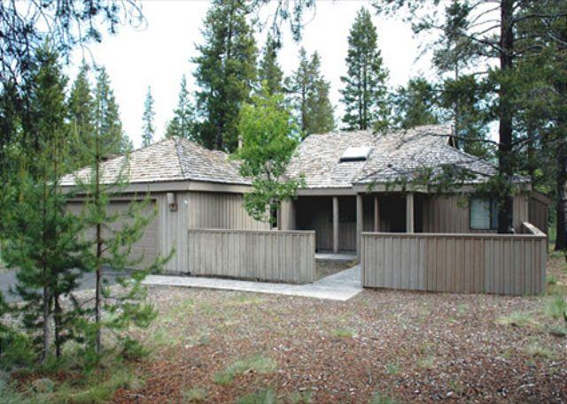Front of House - Popular Sunriver Home with Large Deck and Wifi Near North Entrance - Sunriver - rentals