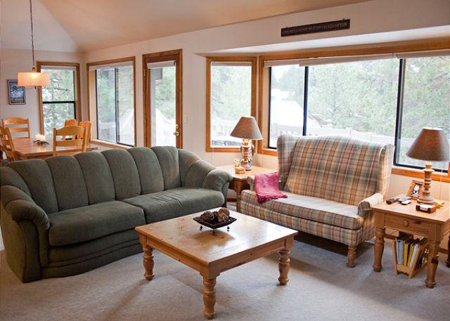 Great Room - Fun Sunriver Home with Bunk Beds and SHARC passes Near Shopping - Sunriver - rentals