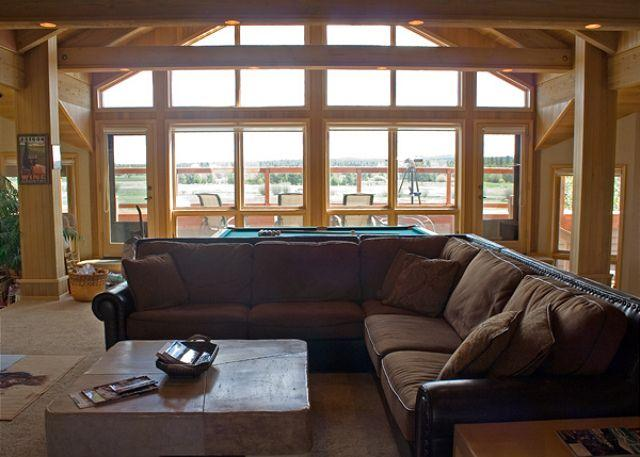 Living Room Upstairs - One of a kind Sunriver Home with AC, Inviting Views, and SHARC access - Sunriver - rentals