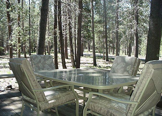 Back Deck Great Day in Sun River - Delightful Sunriver Home with Hot Tub in a serene Setting Near Fort Rock Park - Sunriver - rentals
