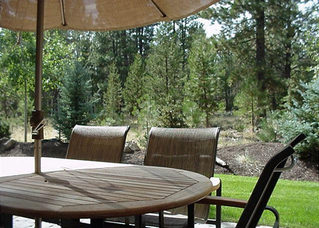 Back Patio - Sunriver Condo with Great Kitchen and Garage Near Observatory - Sunriver - rentals