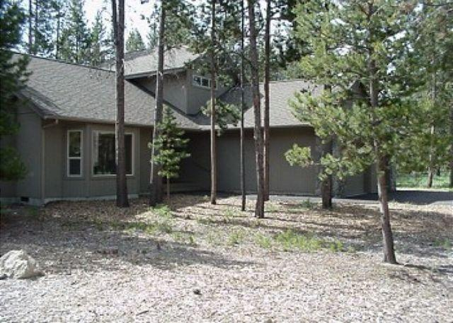 Kinglet Lane #37 - Golfer's Sunriver Home with Wifi and Hot Tub Near Deschutes River - Sunriver - rentals