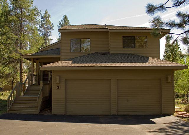 Exterior - Great Sunriver Home with 2 Masters, AC, and SHARC passes with Mountain View - Sunriver - rentals