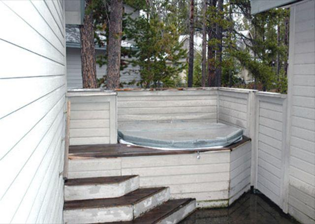 Comfortable Sunriver Home with Great Kitchen and Hot Tub Near North Store - Image 1 - Sunriver - rentals
