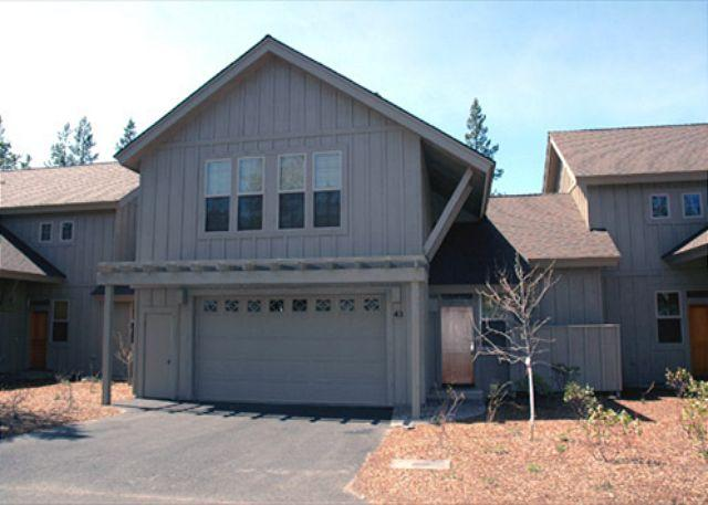 High-End Sunriver Condo with 2 Master Suites and Hot Tub Near Shopping - Image 1 - Sunriver - rentals