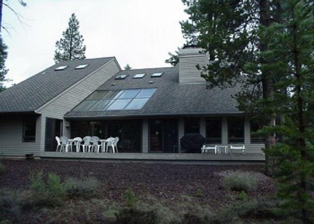 Poplar Lane #13 - Relaxing Pet-Friendly Sunriver Home with A/C Near North Entrance - Sunriver - rentals