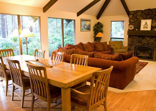 Great Room has a flat screen tv - Family-Reunion Sunriver Home Pet-Friendly and Hot Tub With SHARC passes - Sunriver - rentals
