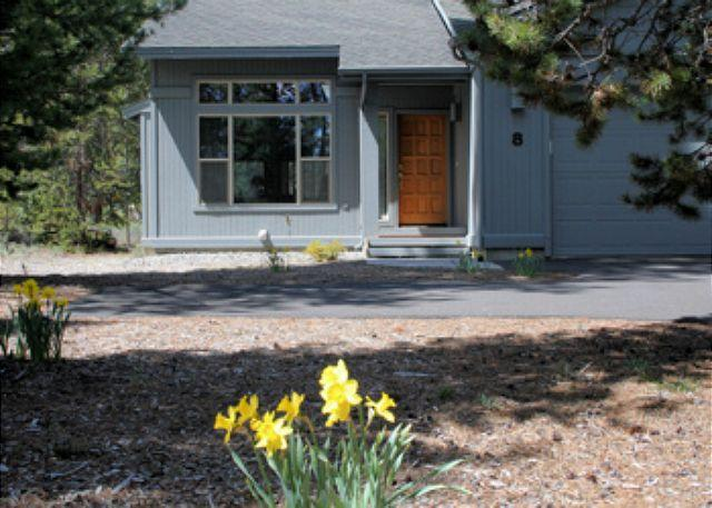 Front entry - Family Fun Sunriver Home with Ping Pong Table and Wifi Near North Store - Sunriver - rentals