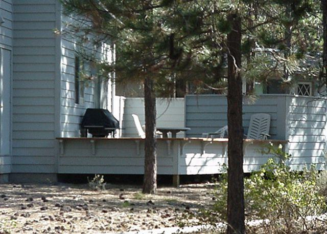 Back Deck - Quilt Show Sunriver Home with Bonus Room and Hot Tub Near the Village - Sunriver - rentals