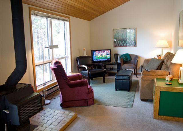 Rhododendron #11 - Affordable Sunriver Home Pet-Friendly and Sunroom Near the Village - Sunriver - rentals
