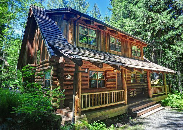 Bear Den Log Cabin in Welches, Oregon - Bear Den Log Cabin, classic family getaway, walk to Salmon River. Dogs ok. - Welches - rentals